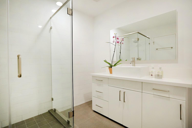 VillaRebecca-Modern-Bathroom